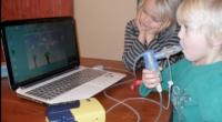 Video oyunları bir çocuğa neredeyse her şeyi yaptırabilir, buna kistik fibroz hastalarının hayatını kurtaracak olan sıkıcı nefes egzersizleri de dahil. Dieter Kirsch'in oğlu Jordi, kalıtımsal solunum hastalığı olan kistik fibrozdan […]