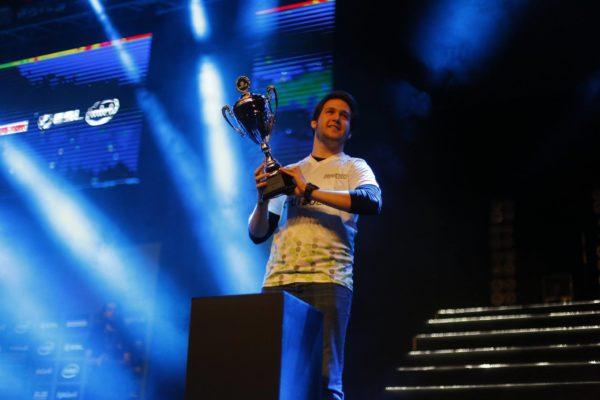 INTEL ESL FIFA 18 TÜRKİYE ŞAMPİYONU İSOPOWERR